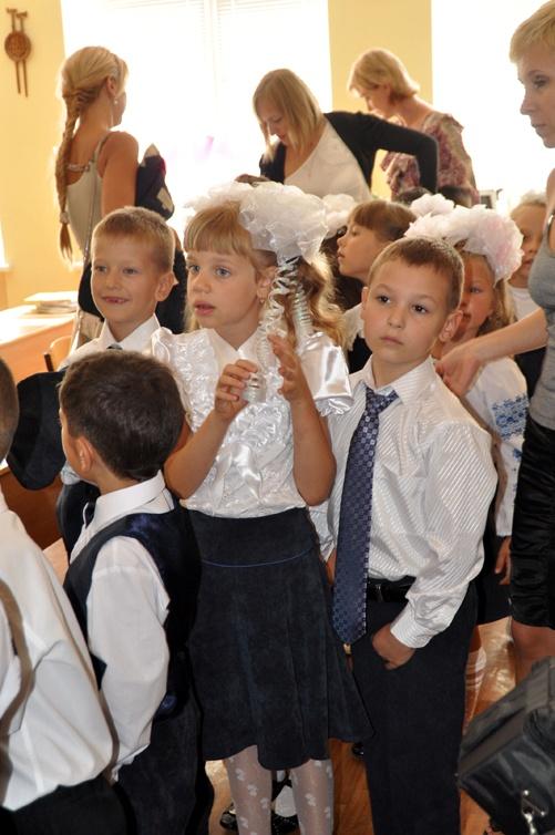 6-летний Дима Порицкий (справа) пошел в 1 класс Украинской школы-гимназии. Фото Светланы БОРИСОВСКОЙ.