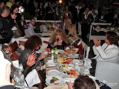 Звезды Крым Мьюзик Фест устроили вечеринку прямо на ялтинской набережной фото 3