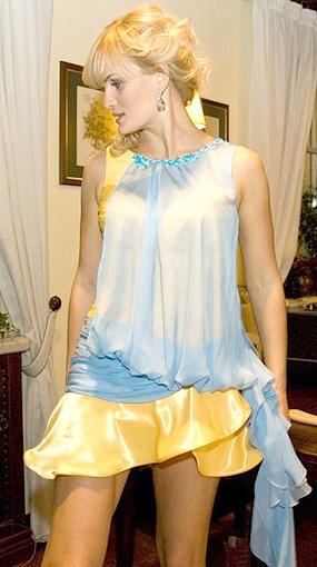 Юля Пятова впервые примерила платье только в день выхода на подиум.