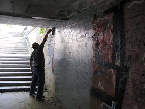 """Главный коммунальщик Симферополя  будет бить граффитичиков лицом об их """"шедевры"""" фото"""