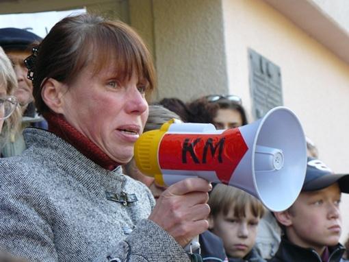 Сотни симферопольцев вышли на митинг - незаконно уволенный директор школы в больнице с инсультом фото 1