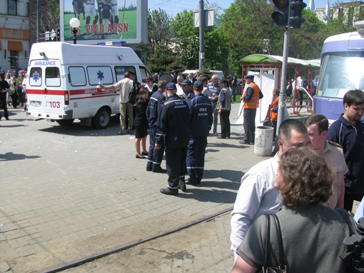 На место трагедии подтянулись МЧСники. Фото: Дениса МОТОРИНА