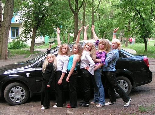 Дочери Светланы (она на фото справа) все как на подбор красавицы блондинки.