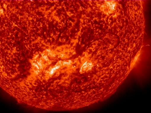 Вопреки ожиданиям, ученые выявили, что несколько приплюснутая форма Солнца довольно стабильна. ФОТО Solar Dynamics Observatory