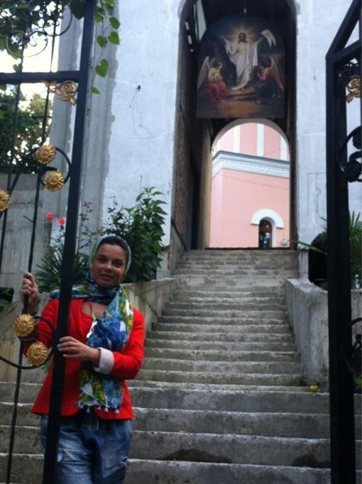 Фото со странички Наташи Королевой в Твиттере. Певице очень понравился Собор Святого Александра Невского.