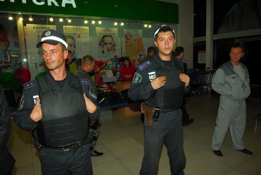 Охрану усилили. Фото Олега Терещенко