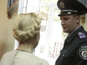 После долгого общения со следователями у экс-премьера начались проблемы с позвоночником. Фото УНИАН.