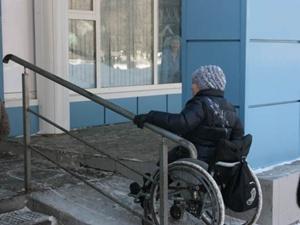 Многие украинские аптеки для людей в инвалидных  колясках - неприступны и недосягаемы. Фото сайта moi-portal.ru
