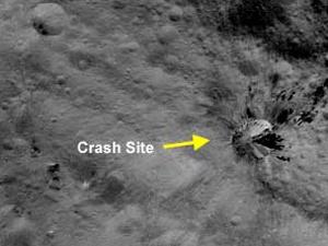 Тут об Весту разбился НЛО? Фото NASA.