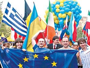 Уже в ближайшем будущем украинцы смогут почувствовать себя полноценными европейцами. Фото УНИАН.