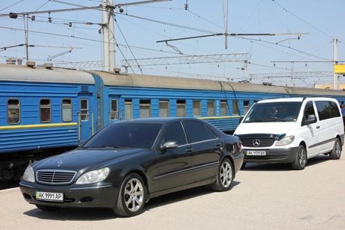 На симферопольском вокзале встретили Аллу Пугачеву и Максима Галкина, который приехали на фестиваль Crimea Musiс Fest